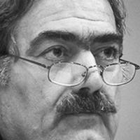 Marcello Flores